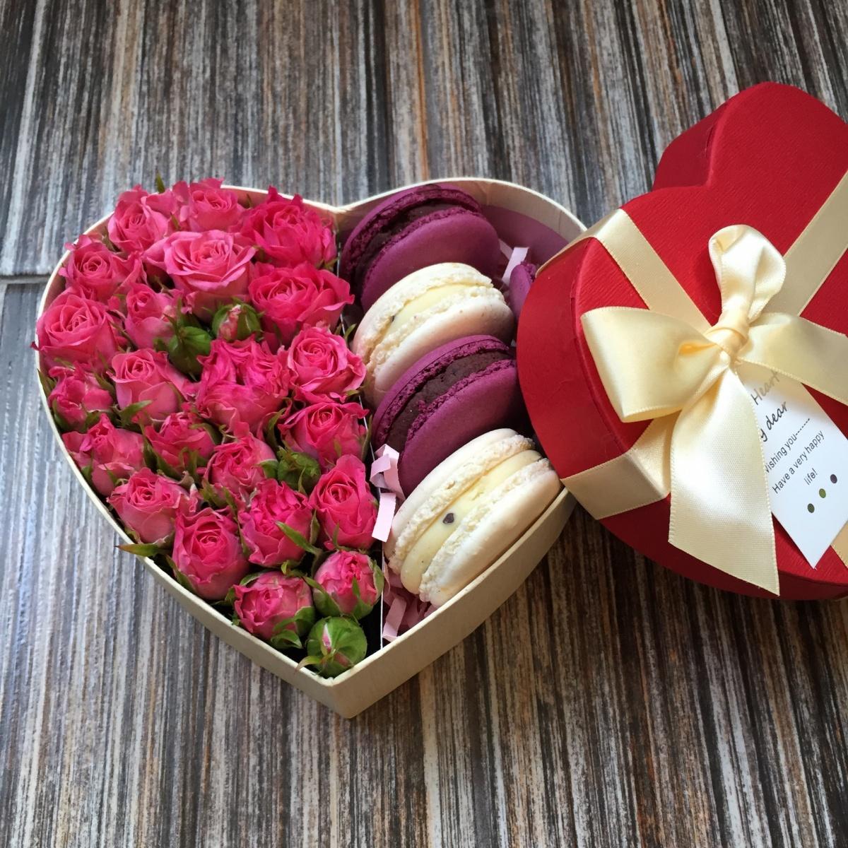 Цветы в коробке с конфетами картинки